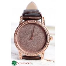 Елегантен дамски часовник в розово злато, обсипан с кристали