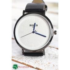 Дамски часовник с черна кожена каишка, тъмно сив корпус, бял циферблат и сини стрелки