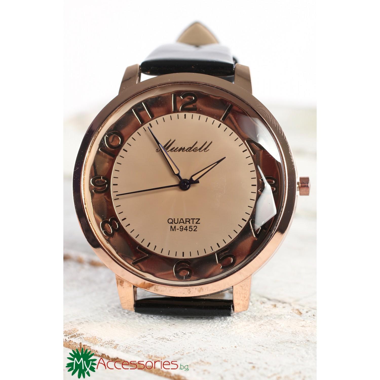 Дамски часовник с черна каишка и корпус в златисто
